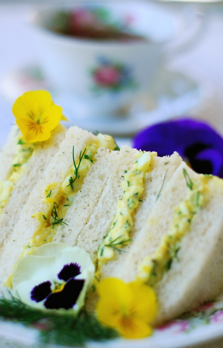 dilly egg salad tea sandwiches | ChinDeep