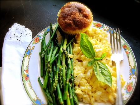 asparagus-eggs-DSC027541