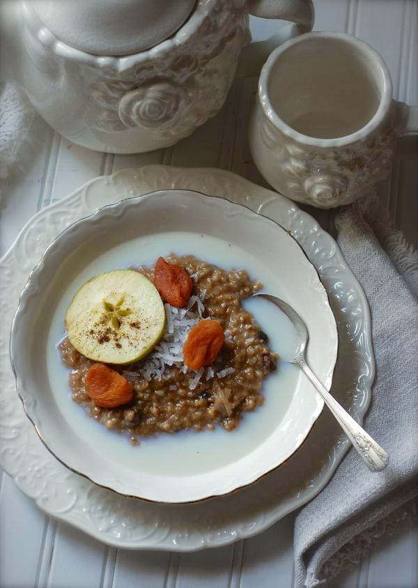 cottage kitchen ~ overnight crockpot oatmeal