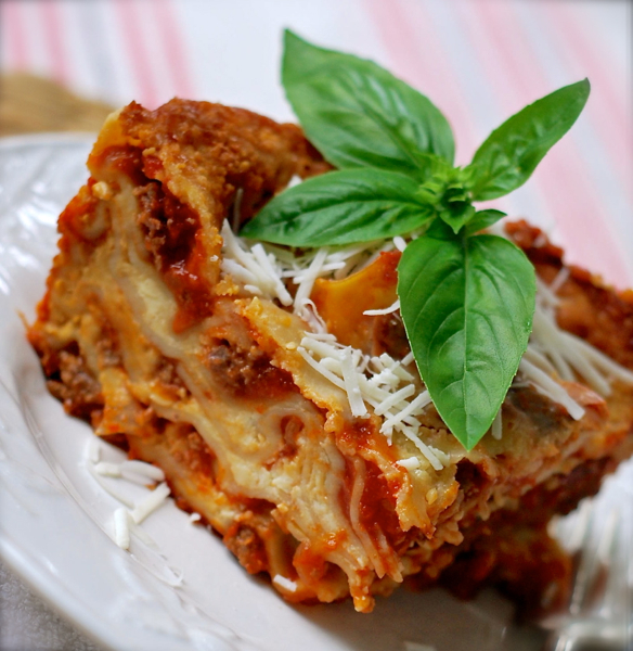 best slow cooker lasagna {crock pot recipe} | ChinDeep